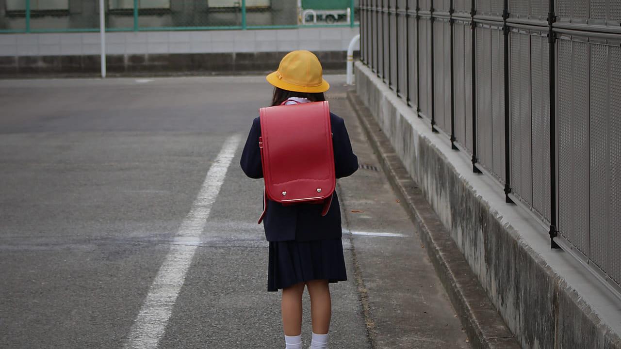 下校中の女子